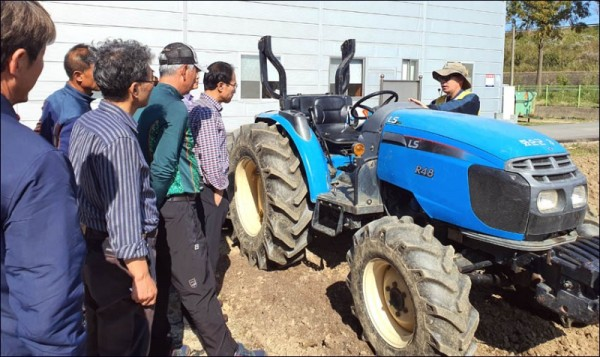 농기계 임대사업.jpg