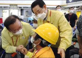 김영록 전남도지사, 총리와 섬 백신 접종 현장 살펴